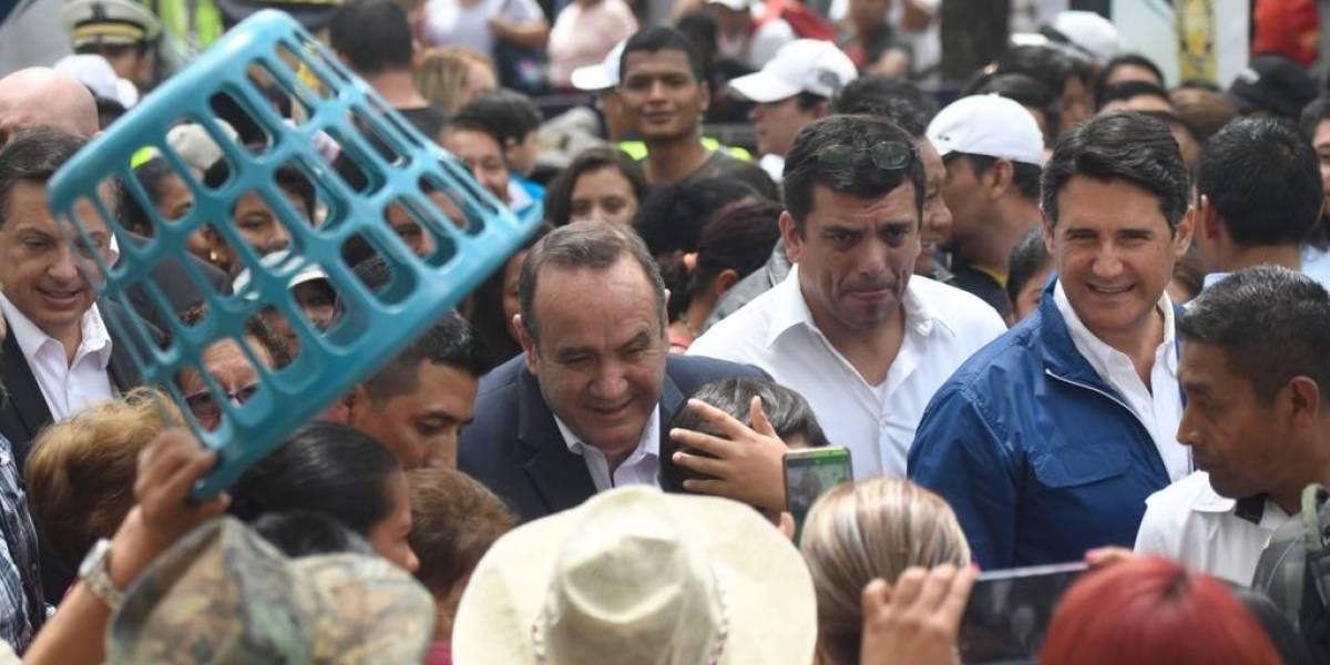 VIDEO. Alejandro Giammattei y Ricardo Quiñónez llegan a almorzar a la Feria de Jocotenango