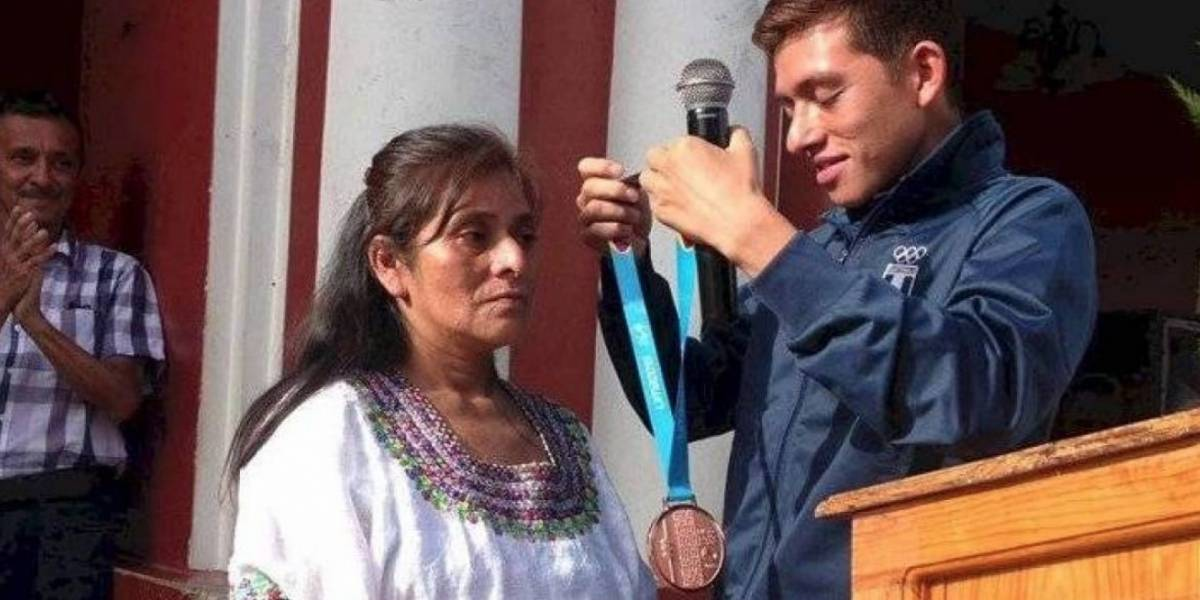 Atleta panamericano da medalla a su madre, quien sola lo crió