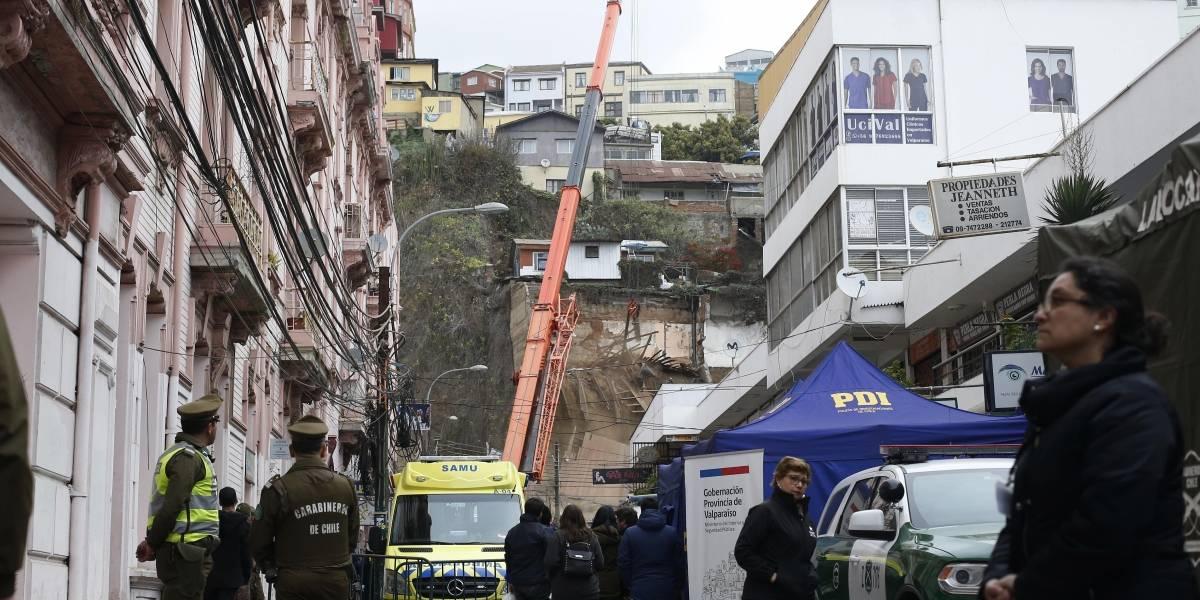 Derrumbe en Valparaíso: alcalde Sharp presentó querella por cuasidelito de homicidio