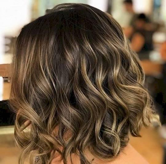 Reflejos en tonos rubios para cabello castaño