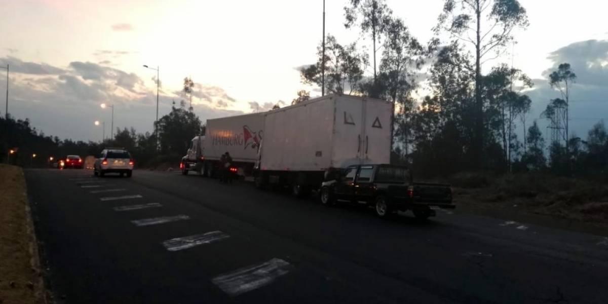 Cierre de carril por accidente múltiple en la Simón Bolívar