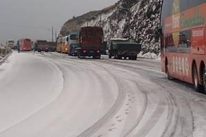 Caída de nieve en Papallacta provoca cierre vial