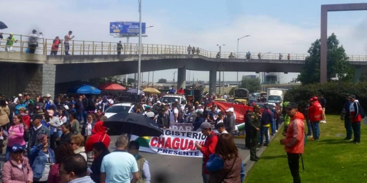 ¡ATENCIÓN! Movilización de docentes paraliza la calle 26, en Bogotá