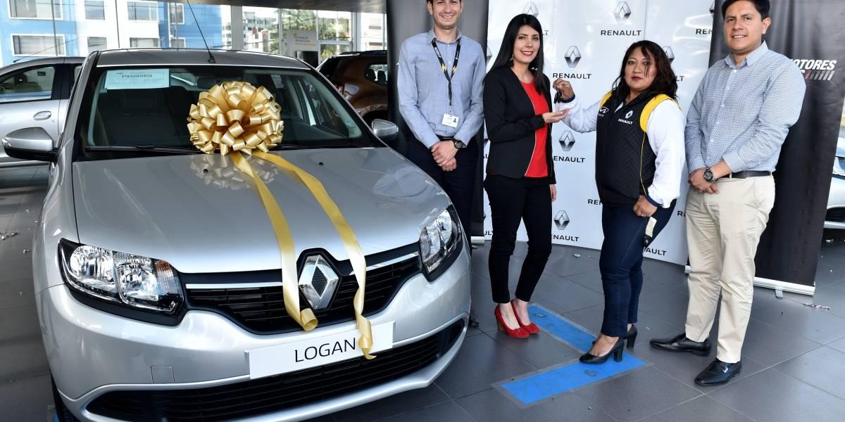 Renault entregó un Logan cero kilómetros a ganadora de promoción