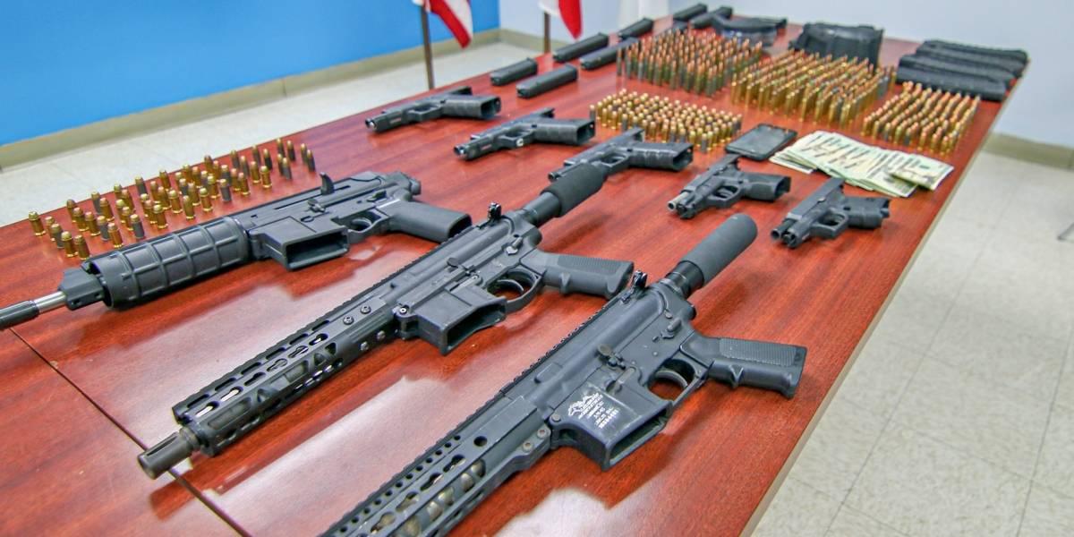 Policía municipal de San Juan incauta armas, municiones y dinero en efectivo en operativo en Puerto Nuevo