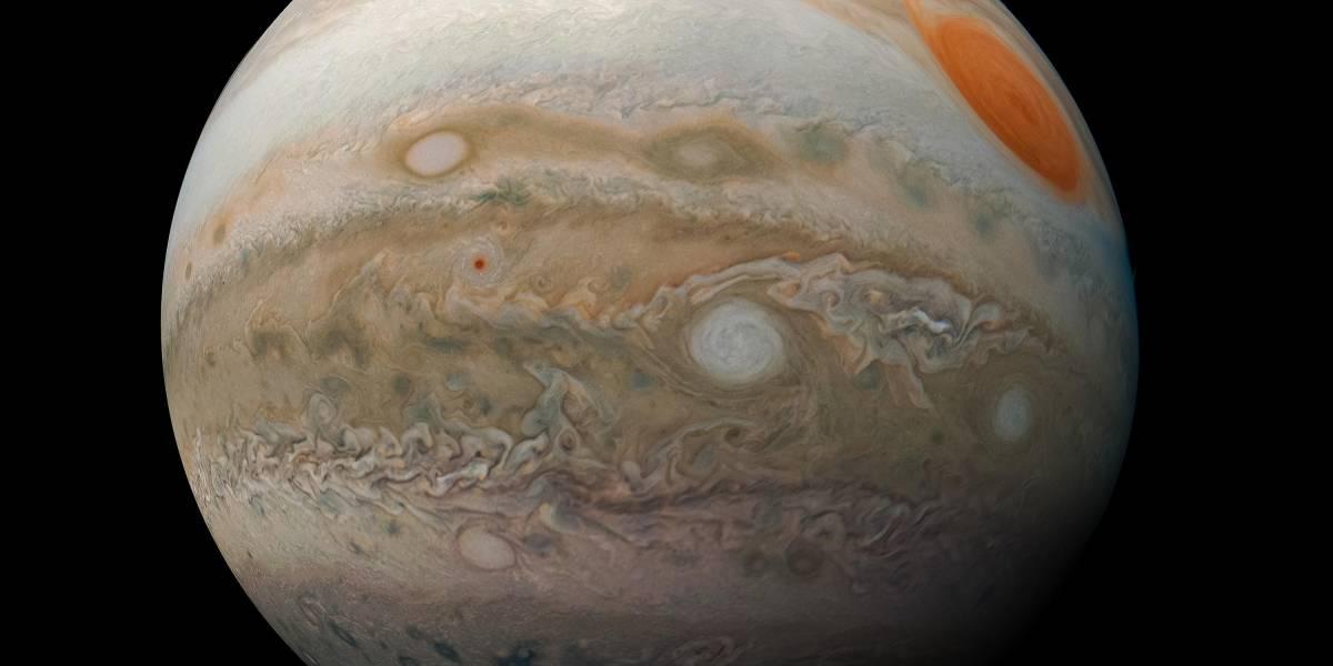 Júpiter: nuevas imágenes revelaron detalles del clima y manchas rojas del quinto planeta del Sistema Solar