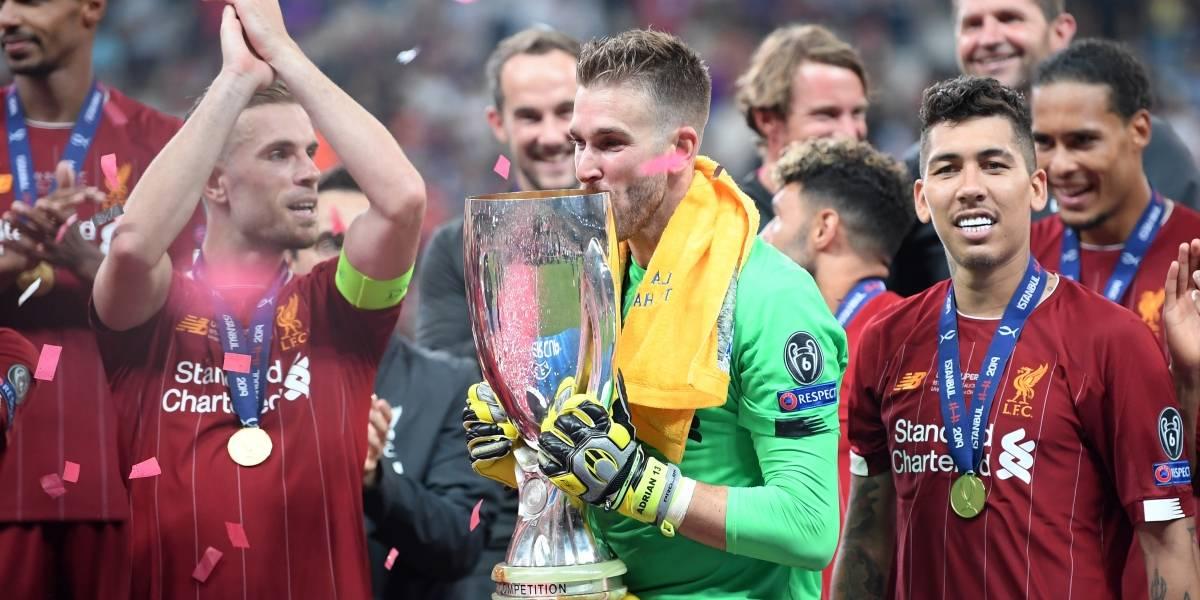 ¡Ups! Aficionado lesiona a portero del Liverpool durante celebración