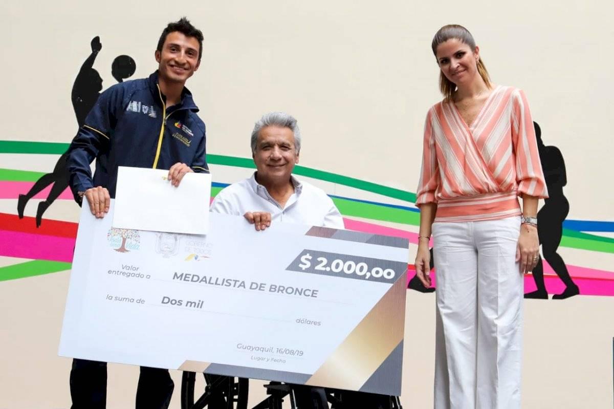 Gobierno Nacional entrega incentivos económicos a medallistas