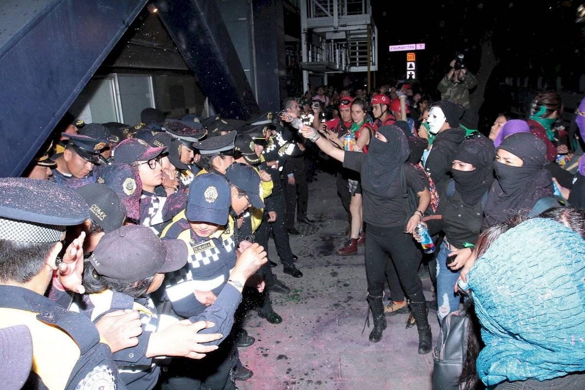 Golpean en vivo a Juan Manuel Jiménez que cubría en vivo protesta de mujeres