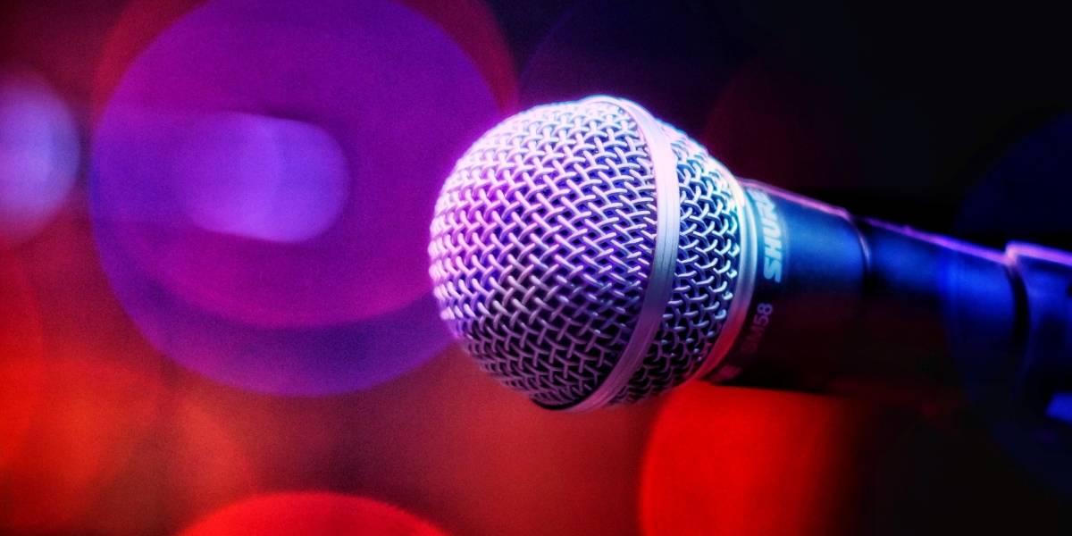 Hombre termina con colapso pulmonar por cantar mucho en karaoke