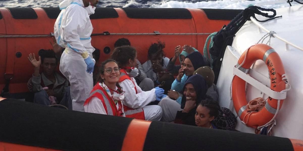 """Italia ordena el desembarco de los 28 niños que están en el """"Open Arms"""""""