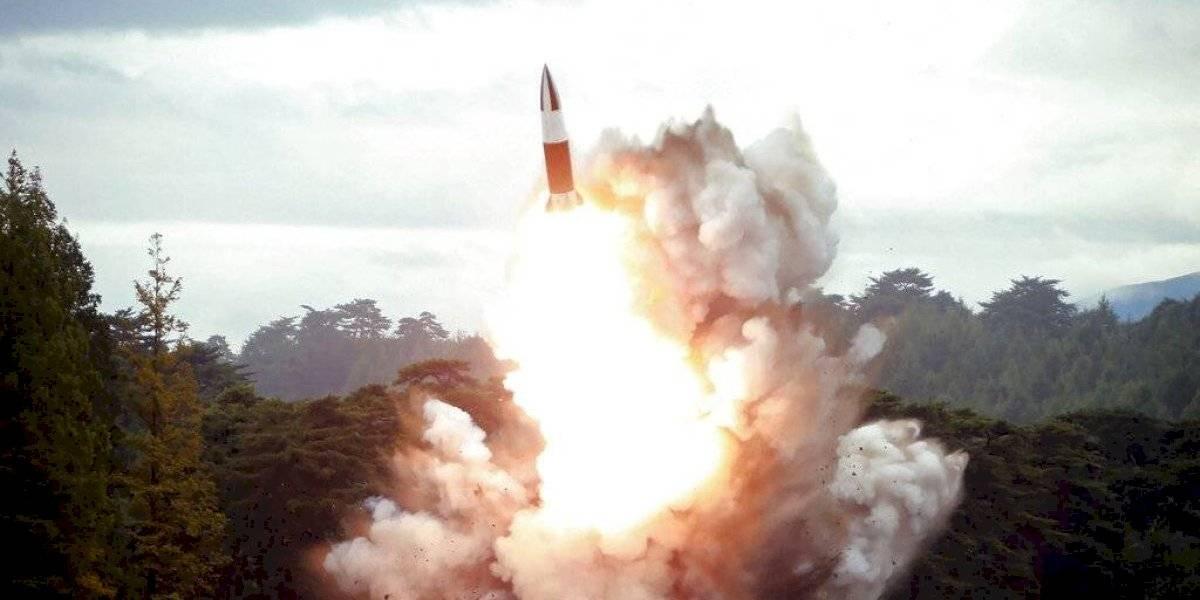 """Corea del Norte: Kim Jong-un está maravillado por los """"asombrosos índices de éxito"""" de su nueva y misteriosa arma"""