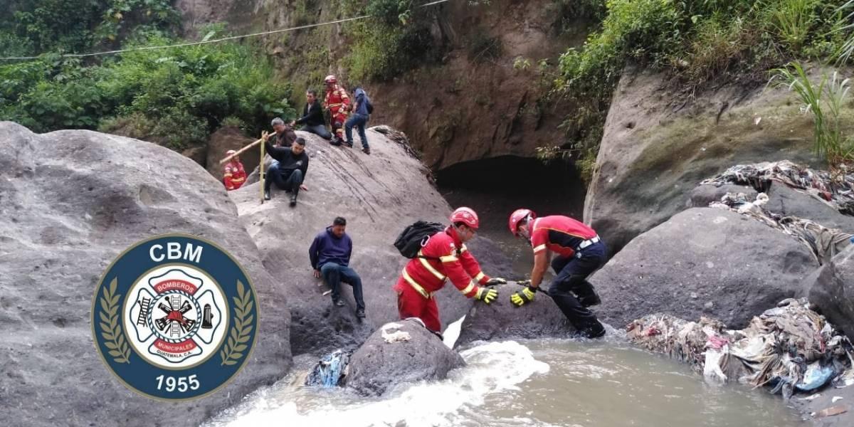 Localizan el cuerpo de uno de los niños arrastrados por correntada en la zona 7