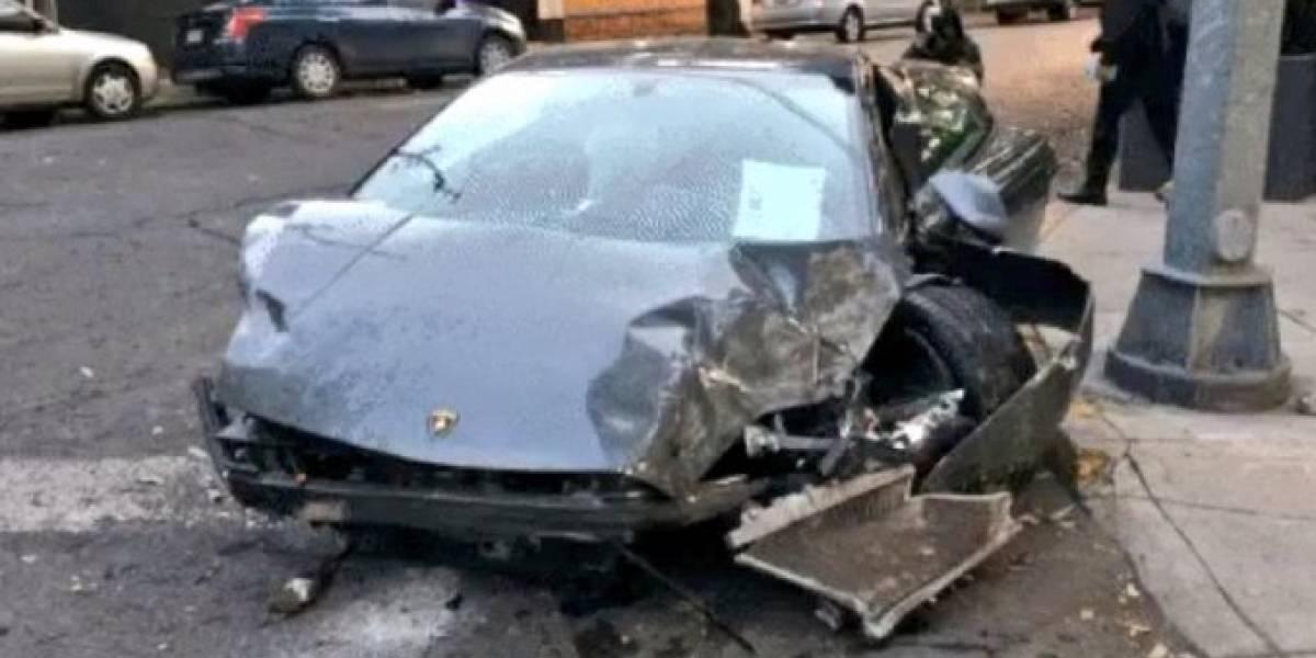 Abandonan auto de lujo chocado en calles de la colonia Roma