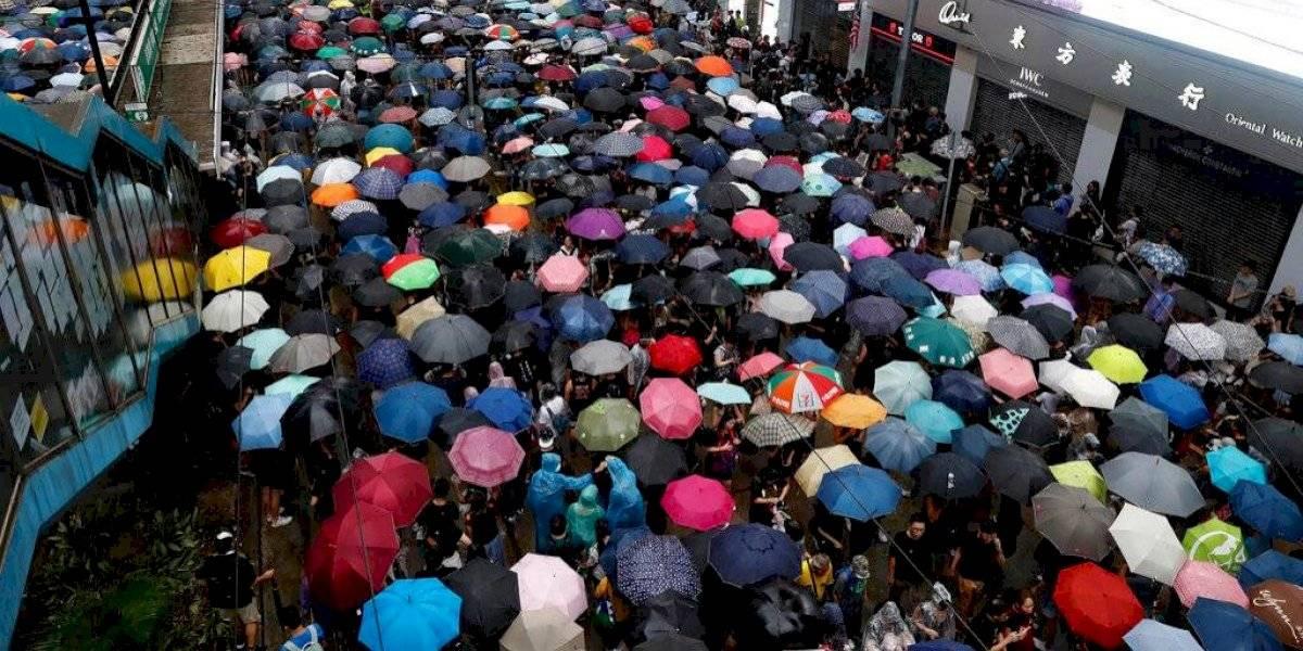 Un millón de personas se manifestó bajo la lluvia en Hong Kong por undécima semana seguida
