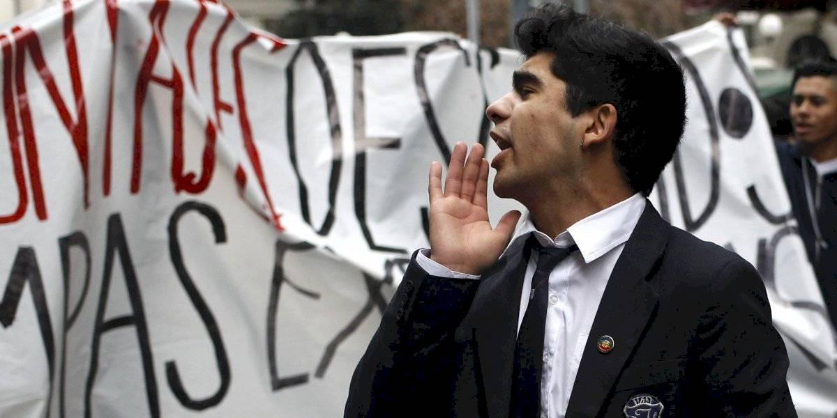 """Denuncian red de """"agentes externos"""" que complican relación en Instituto Nacional"""