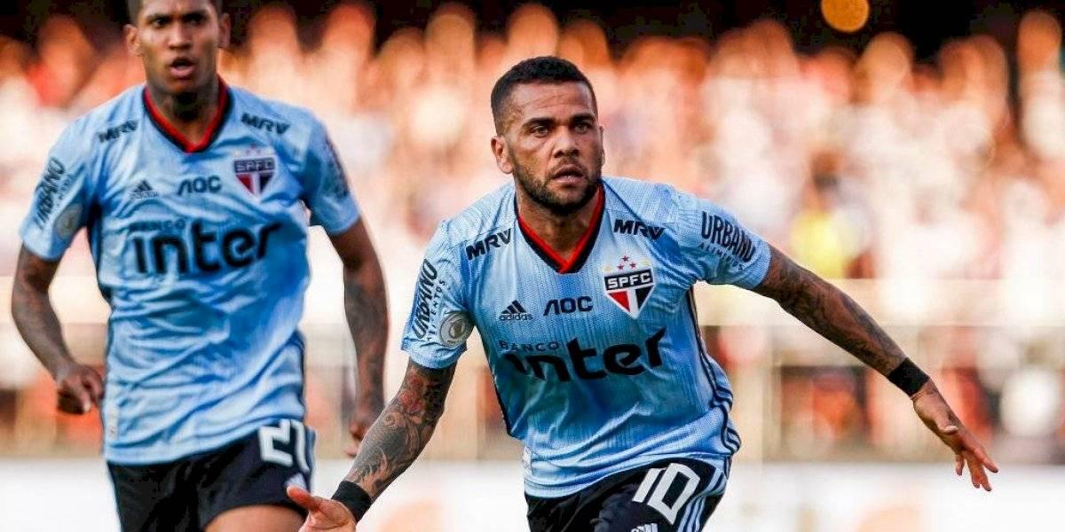 A lo crack: Dani Alves le dio el triunfo a Sao Paulo en su debut