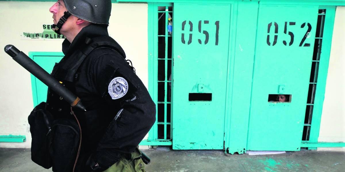 Pierluisi pide paciencia a guardias correccionales para el aumento de salario