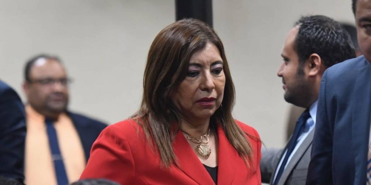 Estado pagó Q3 millones por plazas fantasma y Anabella de León es condenada a multa de Q5 mil