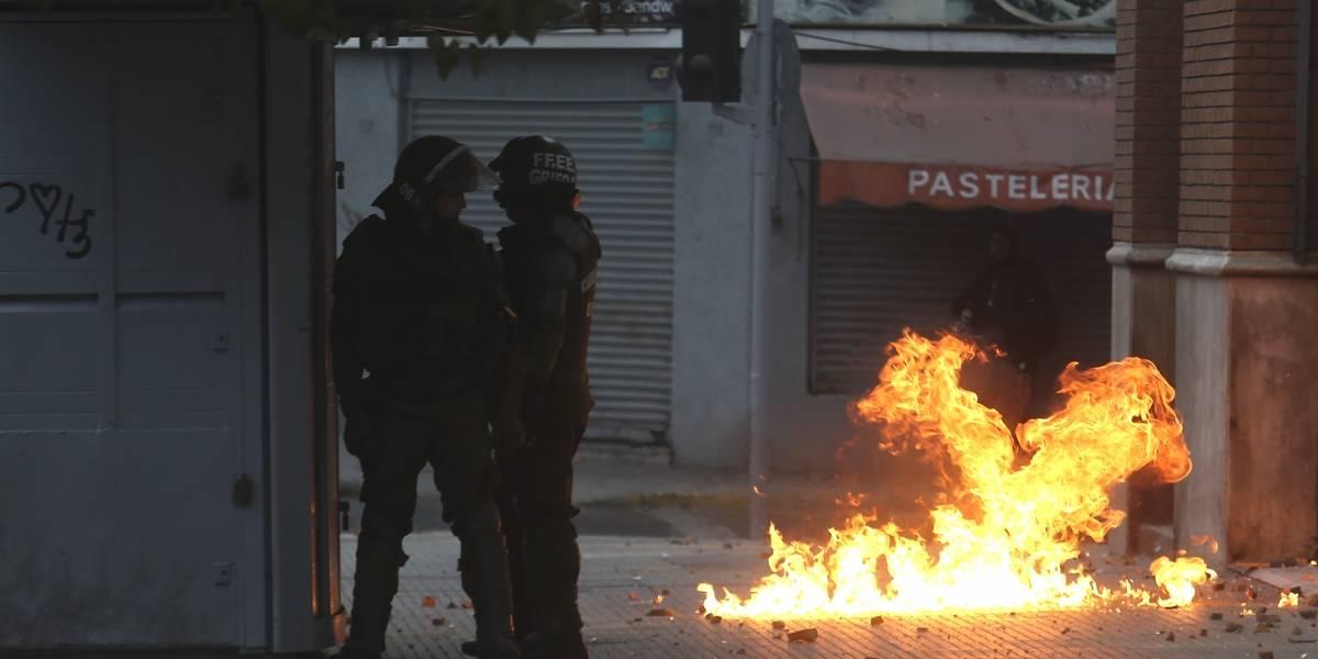 El balance de un día de violencia en el Instituto Nacional: clases suspendidas y 6 carabineros heridos
