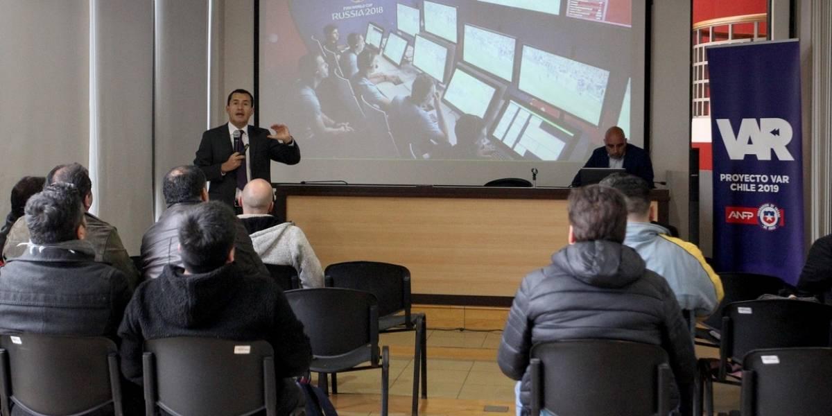 """Enrique Osses: """"A fines de septiembre deberíamos tener 16 ó 18 estadios aprobados para el VAR"""""""