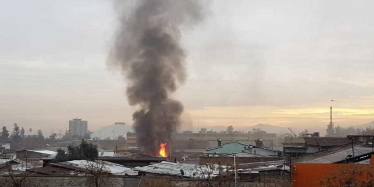 Incendio en centro de Santiago: Bomberos evalúa peligro de propagación