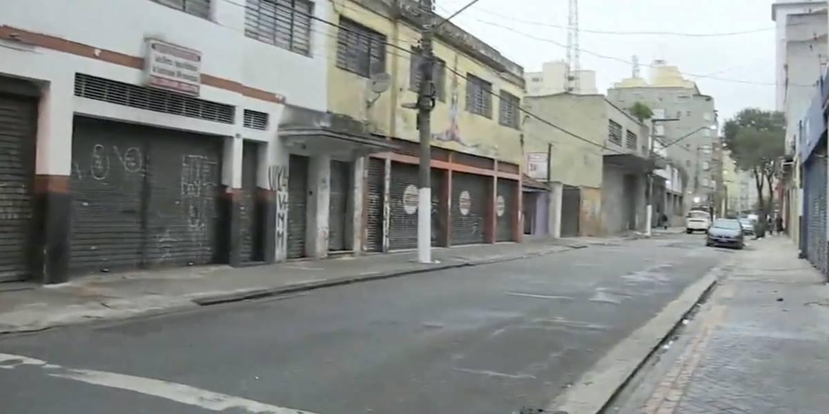 Carro de luxo atropela três moradores de rua e foge no centro de São Paulo