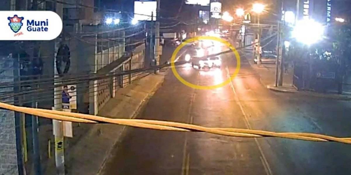 VIDEO. Conductor cruza sin percatarse de otro vehículo y provoca choque