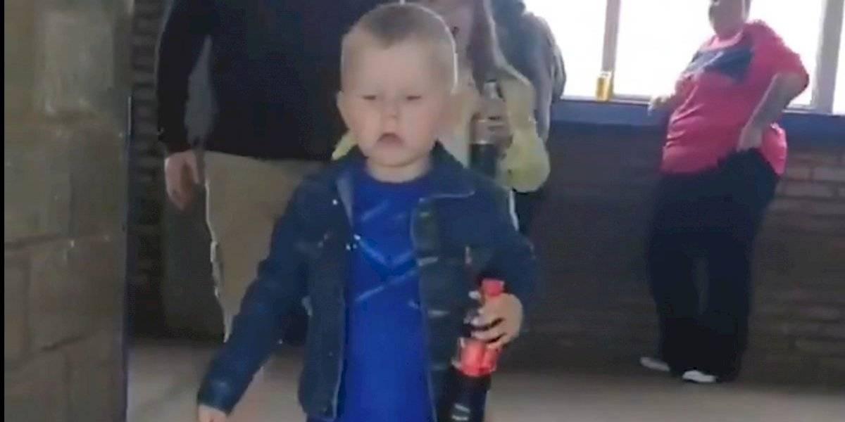 VIDEO: La emotiva reacción de un niño al entrar por primera vez a un estadio