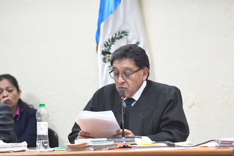 Juez Juan Aceituno absolvió a José Manuel Morales y Samuel Morales, hijo y hermano del presidente, Jimmy Morales, respectivamente. Foto: Omar Solís