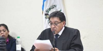 Juez Juan Aceituno absolvió a José Manuel Morales y Samuel Morales, hijo y hermano del presidente, Jimmy Morales, respectivamente.