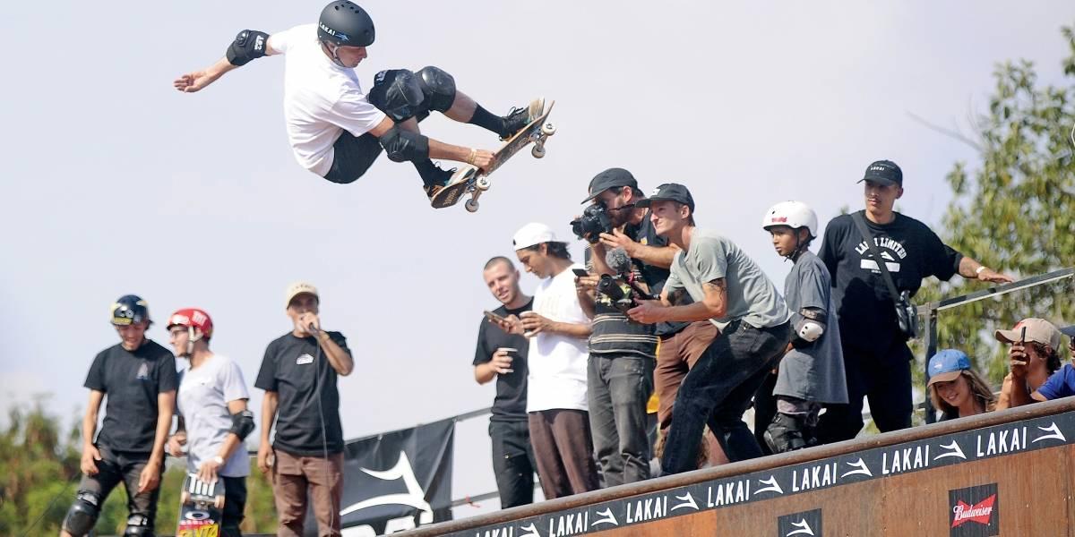 Com direito a arremesso de capacete, Tony Hawk se apresenta com estilo em São Paulo