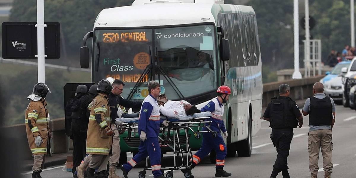 Policía de Brasil abate a hombre que amenazó con quemar autobús