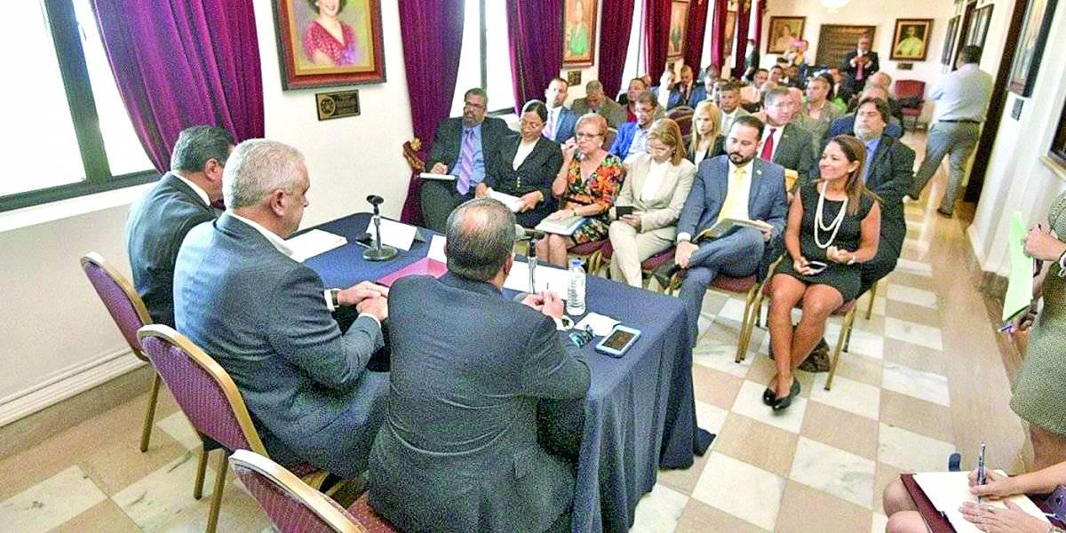 Alcaldes hacen llamado a la ciudadanía ante posible paso de tormenta Dorian por Puerto Rico