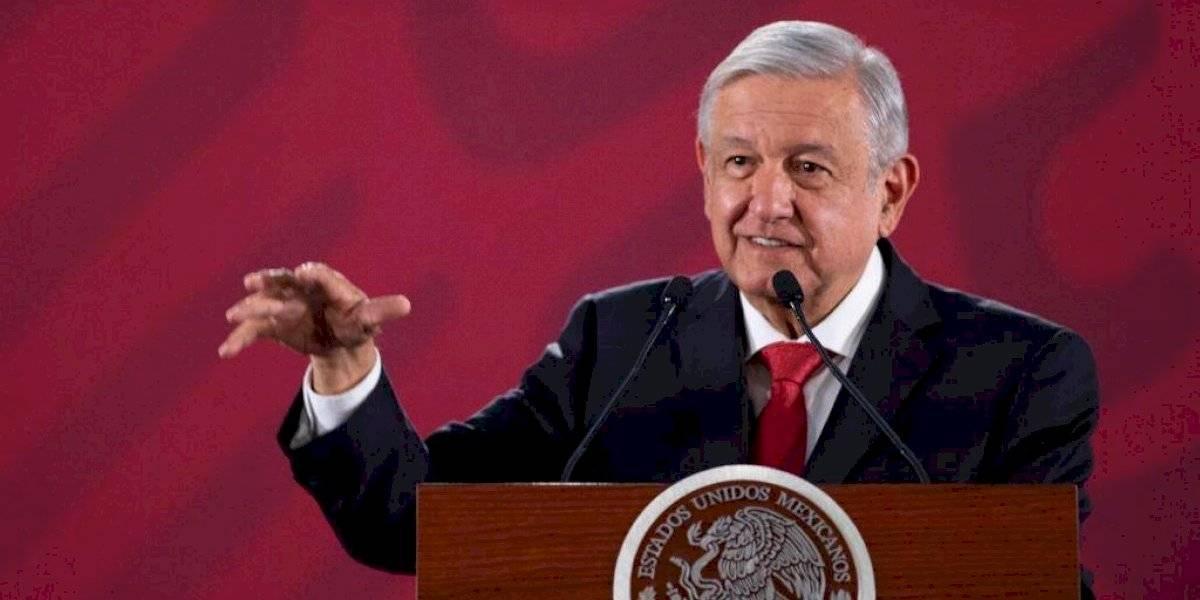 Acepta AMLO petición del INE de cambiar chalecos de Servidores de la Nación