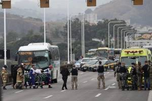Hombre mantuvo rehenes y amenazó con incendiar un autobús en Brasil