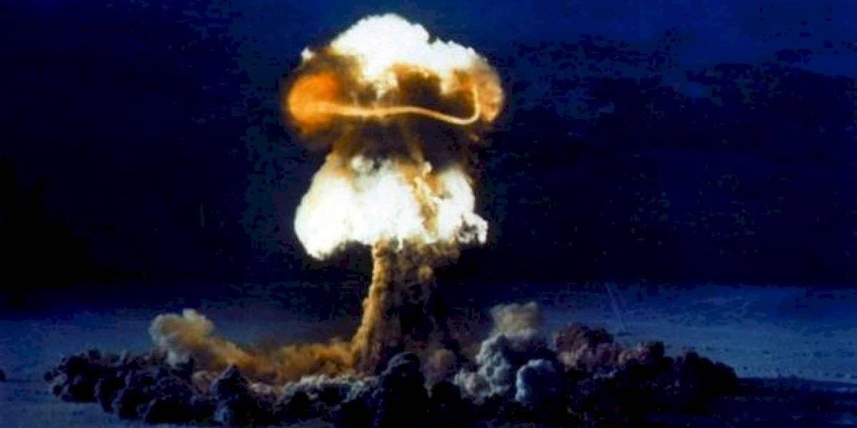 """""""Había hecho el primer encendedor atómico del mundo"""": la increíble historia del físico que encendió cigarro con la explosión de una bomba nuclear"""
