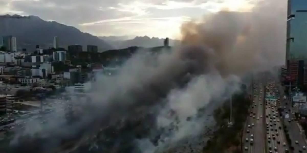 Alarma incendio de pastizal en lecho del río Santa Catarina