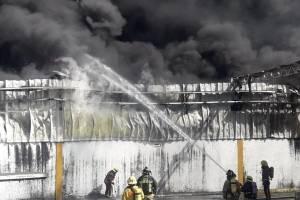 incendiofabricam-43b87f09a32e8812e15ff5ab193ffe99.jpg