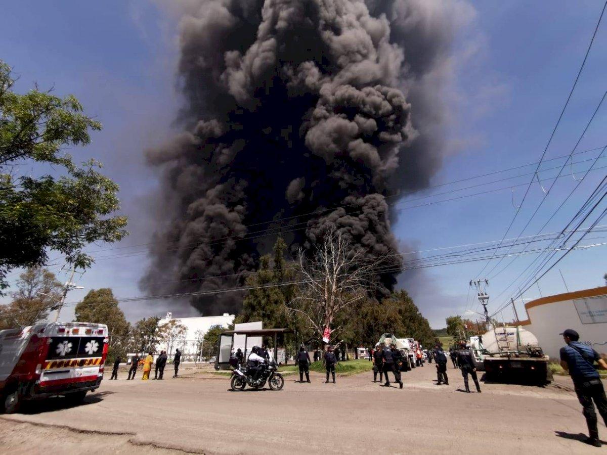 El incendio se presentó en una bodega de plásticos. Cortesía