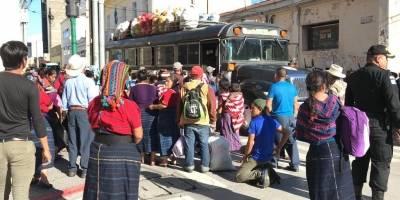 pobladores de Cajolá se retiran de Casa Presidencial
