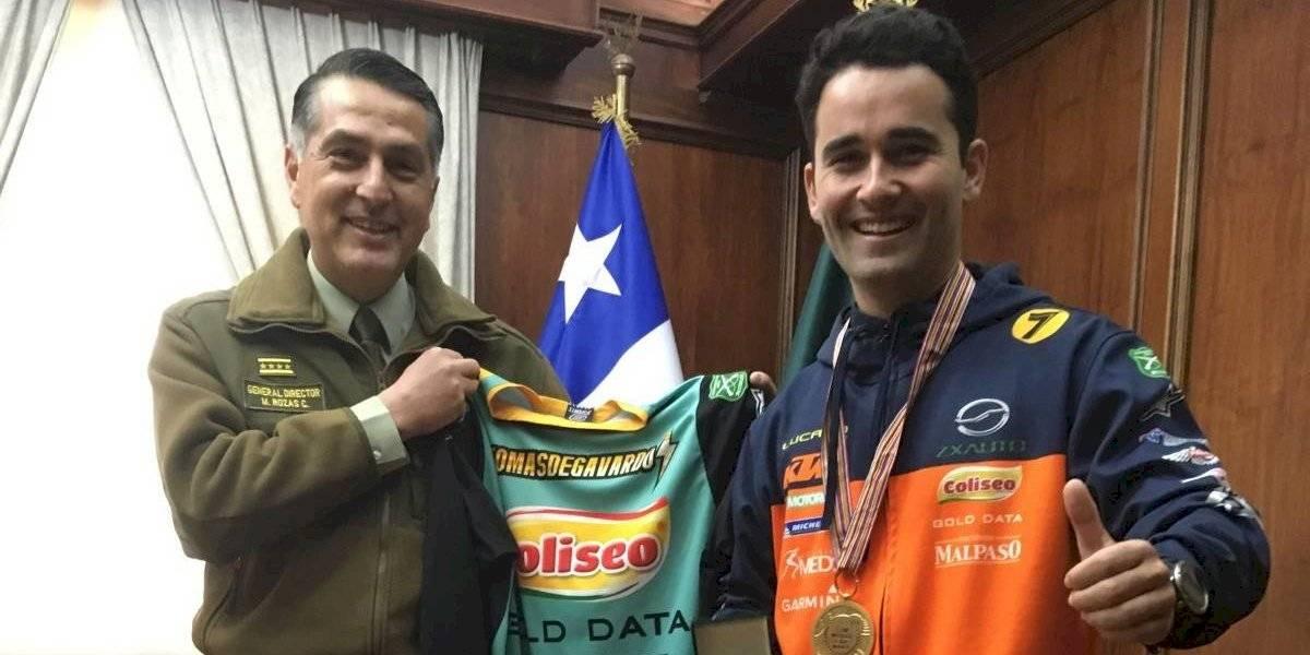 Carabineros condecora a Tomás de Gavardo por su título mundial