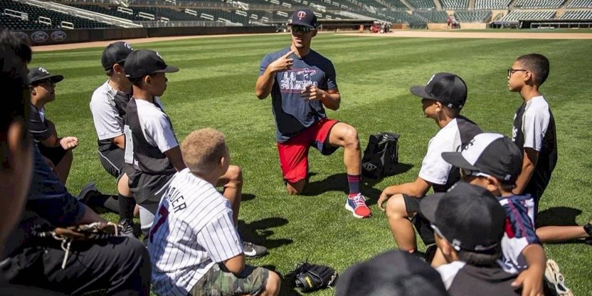 José Berríos, entre el béisbol y la niñez