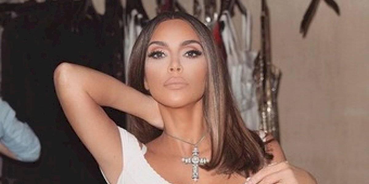 Kim Kardashian como nunca antes vista... ¡con  seis dedos!