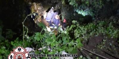 vehículo cae a barranco en Chimaltenango