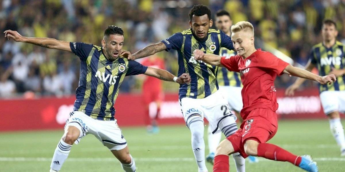 Mauricio Isla sufre dura lesión en Fenerbahçe y quedaría fuera de los amistosos de la Roja