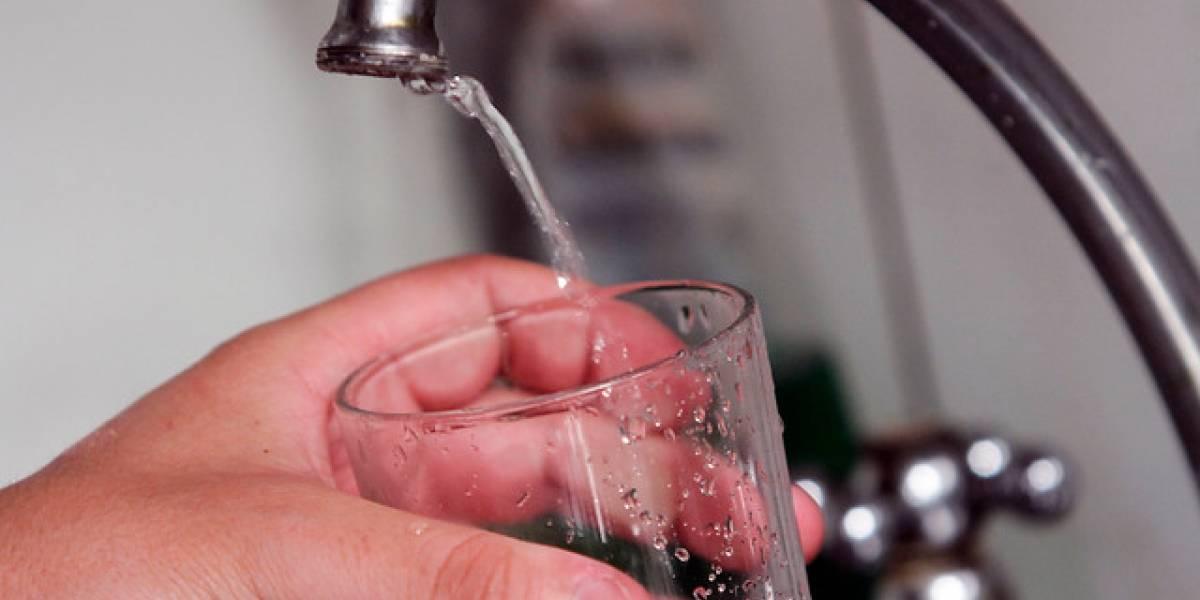 Nada de esperas: Sernac exige a sanitarias aplicar descuentos automáticos cuando haya cortes de agua