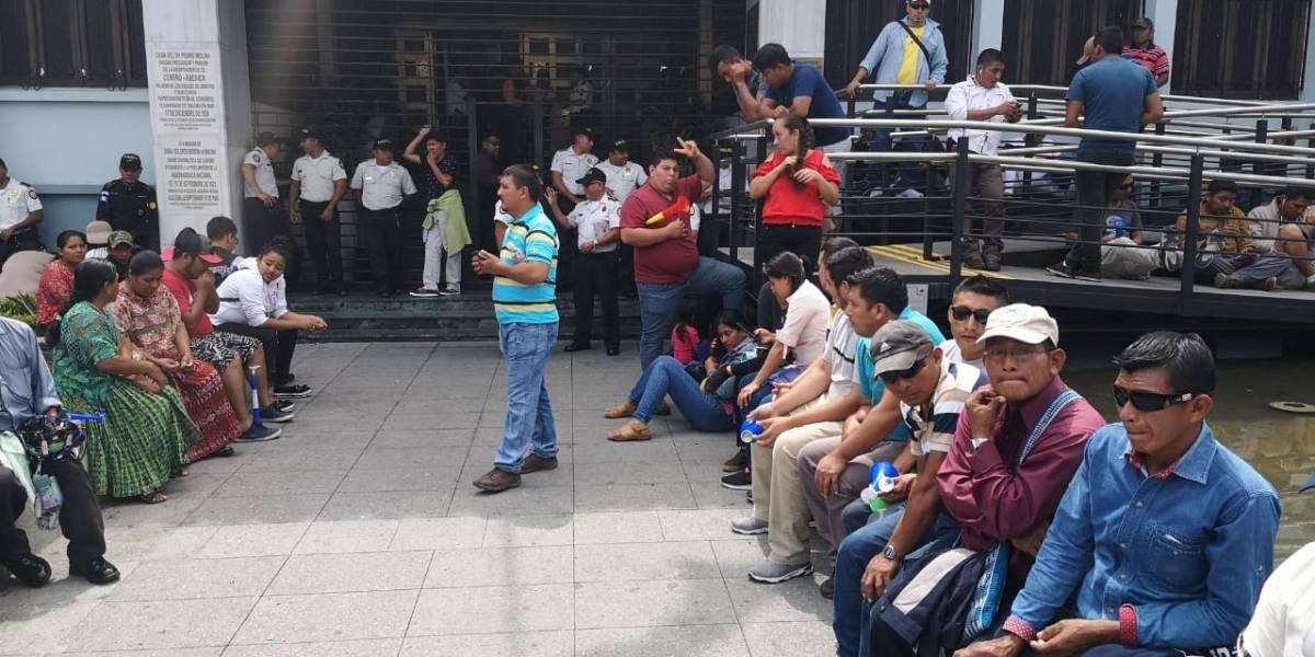 Suspenden actividades en CC por presencia de manifestantes