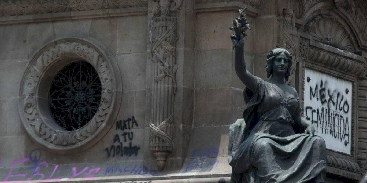 Restauradoras piden no retirar pintas del Ángel de la Independencia