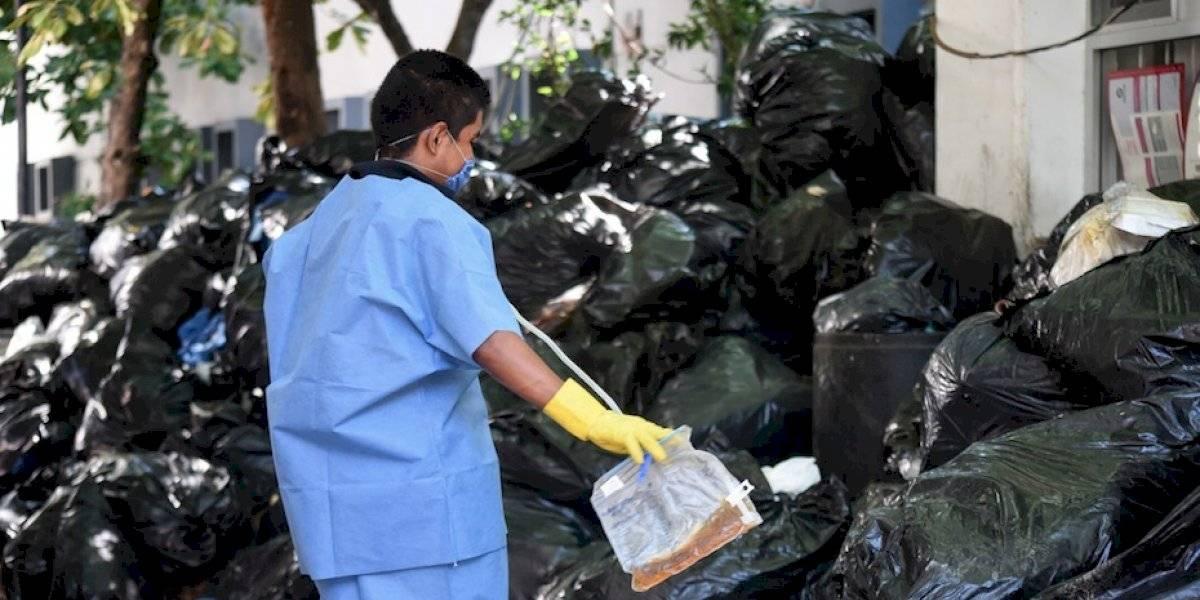 FOTOS: Montañas de basura se acumulan afuera de hospital de Veracruz